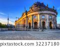 Museum island at Spree river at dawn, Berlin.  32237180