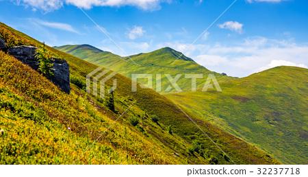 mountain ridge with peak behind the hillside 32237718