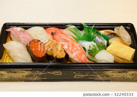 Delicious handful sushi combination 32240333