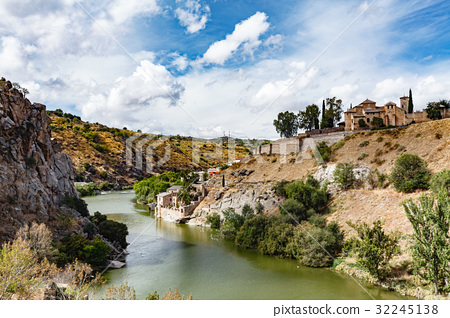 Panoramic view of Toledo Spain on a summer day 32245138