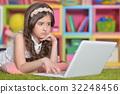 女孩 少女 便携电脑 32248456