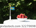 strawberries, sweden, flag 32270698