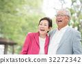 年長的夫婦 年長夫婦 老兩口 32272342