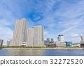 沿河和蓝天的塔公寓小组 32272520