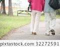 年長的夫婦 年長夫婦 老兩口 32272591