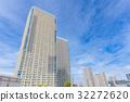 塔公寓和藍天 32272620