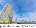 沿河和藍天的塔公寓 32272621