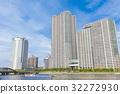 沿河和蓝天的塔公寓小组 32272930