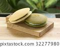 Green Tea and red bean Dorayaki Pan cake 32277980