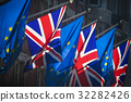 European Union and United Kingdom flags together o 32282426