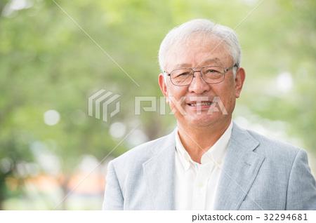 미소 수석 남성 신록 32294681