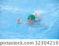 첫 경험의 어린이 수영 32304219