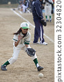 Defensive practice of boys' baseball girls 32304820