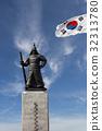 Admiral Yi, a sculpture, statue 32313780