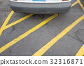 Parking car on yellow line cross zone. 32316871