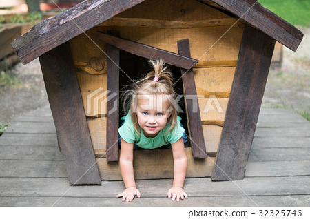 Child in a doghouse 32325746