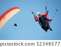 Two paraglider tandem fly against the blue sky 32346577