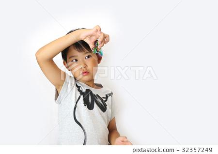 孩子們玩手旋轉器 32357249