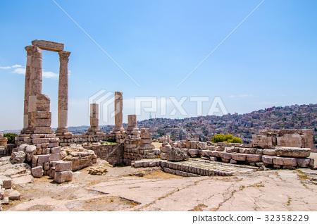 The Temple of Hercules in Amman, Jordan 32358229