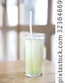 iced green tea on wood 32364669