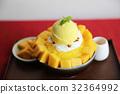 Shaved Ice dessert with Fresh Mango 32364992