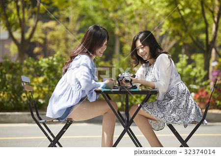 젊은여자,카페 32374014