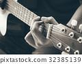 hand play guitar 32385139