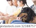 3代家庭和狗 32388757