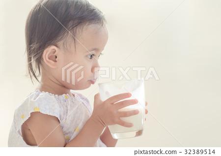 Sexy babe enjoying her dildo