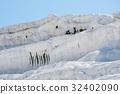 Natural travertine pools and terraces at Pamukkale 32402090