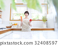 Young housewife cuisine 32408597