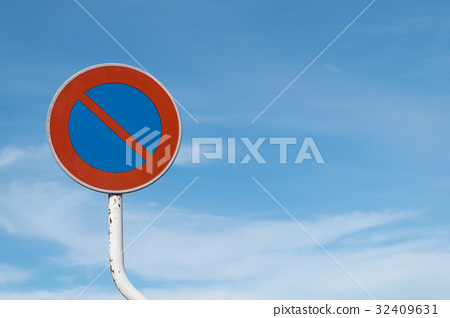 road sign, no parking, blue sky 32409631