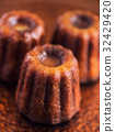 Vanilla Canele Close Up 32429420