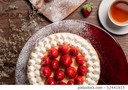top view on strawberry cheesecake 32441915