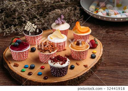 Cupcakes 32441918