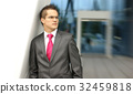 Young and handsome businessman in formal clothes 32459818