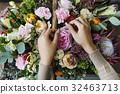 Hands Making Flowers Arrangement Bouquet 32463713