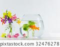 금붕어와 여름 꽃 32476278