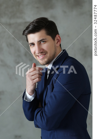 Businessman 32487774