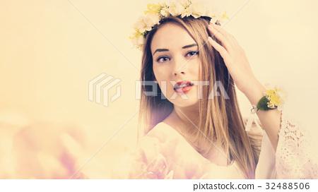 Beautiful young woman 32488506