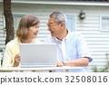 senior, couple, laptop 32508016