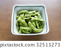edamame, soybeans, bean 32513273