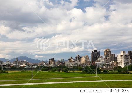 藍天白雲,城市,Blue sky, white clouds,青い空と白い雲 32516078