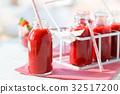 Strawberry milkshake 32517200