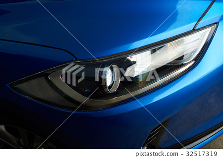 Clean car headlight 32517319