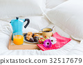 Breakfast in bed 32517679