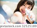 日期 約會 一個年輕成年女性 32525189
