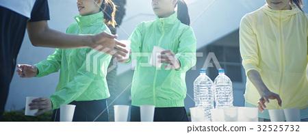 馬拉松賽跑 水 給予 32525732