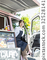 司機座位的廚房車婦女 32528141