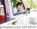 司機座位的廚房車婦女 32528147